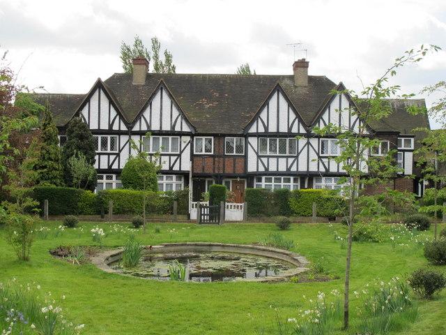Home sweet home tudor kandinsky for Homes for the rich